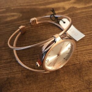 Gold/rose Gold Womens Bracelet Watch by Qrtz